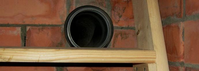 Приточная труба с защитной сеткой